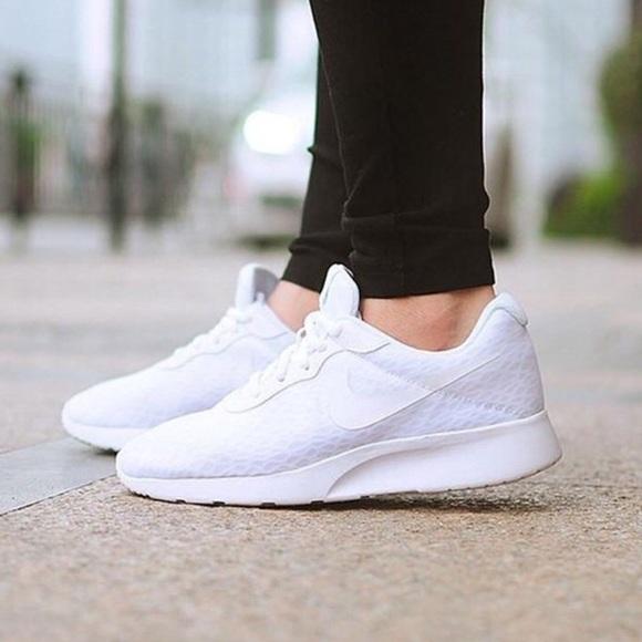 c3f835bb4e7e Nike Women s Tanjun Running Shoes (size 9). M 5ab2823984b5ce18754e0f6f